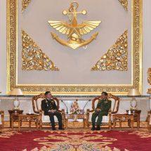 တပ်မတော်ကာကွယ်ရေးဦးစီးချုပ် ဗိုလ်ချုပ်မှူးကြီး မင်းအောင်လှိုင် သည် ထိုင်းဘုရင့် တပ်မတော်ကာကွယ်ရေးဦးစီးချုပ် General Surapong Suwana-Adth အား ယနေ့ ညနေ ၅ နာရီခွဲတွင် နေပြည်တော်ရှိ ဇေယာျသီရိဗိမာန်၌ ဂုဏ်ပြုတပ်ဖွဲ့ဖြင့် ကြိုဆို၊ တွေ့ဆုံဆွေးနွေး