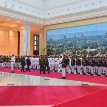 တပ်မတော်ကာကွယ်ရေးဦးစီးချုပ် ဗိုလ်ချုပ်မှူးကြီး မင်းအောင်လှိုင် ထိုင်းဘုရင့်တပ်မတော်ကာကွယ်ရေးဦးစီးချုပ်အား ဂုဏ်ပြုတပ်ဖွဲ့ဖြင့်ကြိုဆို၊ တွေ့ဆုံဆွေးနွေး၊ ဂုဏ်ပြုညစာဖြင့်တည်ခင်းဧည့်ခံ
