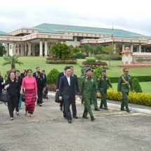 Senior General Min Aung Hlaing sees off Thai Chief of Defence Forces at airport