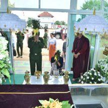 Senior General Min Aung Hlaing pays homage to remains of Kengtung Dhammawdaya Pariyatti Sarthintaik Presiding Nayaka Sayadaw Abhidhaja Maha Rattha Guru Agga Maha Pandita Agga Maha Saddhamma Jotikadhaja Bhaddanta Ajeya