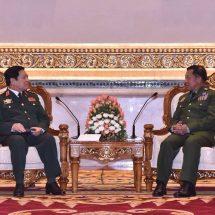 တပ်မတော်ကာကွယ်ရေးဦးစီးချုပ် ဗိုလ်ချုပ်မှူးကြီး မင်းအောင်လှိုင် သည် ဗီယက်နမ်နိုင်ငံ၊ ကာကွယ်ရေးဝန်ကြီး H.E. General Ngo Xuan Lich အား ယနေ့နံနက်ပိုင်းတွင် နေပြည်တော်ရှိ ဇေယျာသီရိဗိမာန်၌ ဂုဏ်ပြုတပ်ဖွဲ့ဖြင့် ကြိုဆို၊ တွေ့ဆုံဆွေးနွေး