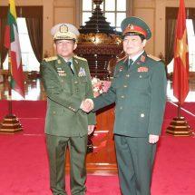 တပ်မတော်ကာကွယ်ရေးဦးစီးချုပ် ဗိုလ်ချုပ်မှူးကြီး မင်းအောင်လှိုင် ဗီယက်နမ်ဆိုရှယ်လစ်သမ္မတနိုင်ငံ၊ ကာကွယ်ရေးဝန်ကြီးအား ဂုဏ်ပြုတပ်ဖွဲ့ဖြင့်ကြိုဆို၊ တွေ့ဆုံဆွေးနွေး
