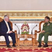 တပ်မတော်ကာကွယ်ရေးဦးစီးချုပ် ဗိုလ်ချုပ်မှူးကြီး မင်းအောင်လှိုင် အမေရိကန်နိုင်ငံ၊ နိုင်ငံခြားရေးဝန်ကြီး Hon. Rex Tillerson နှင့် တွေ့ဆုံ