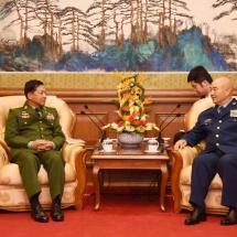 တပ္မေတာ္ကာကြယ္ေရးဦးစီးခ်ဳပ္ ဗုိလ္ခ်ဳပ္မွဴးႀကီး မင္းေအာင္လႈိင္ တ႐ုတ္ျပည္သူ႕သမၼတႏုိင္ငံ၊ ဗဟုိစစ္ေကာ္မရွင္ ဒုတိယဥကၠ႒ Gen. Xu Qiliang ႏွင့္ ေတြ႕ဆုံေဆြးေႏြး