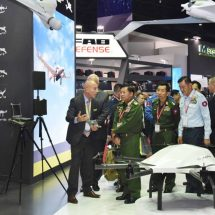 Senior General Min Aung Hlaing continues visit at Defence & Security 2017 for ASEAN countries