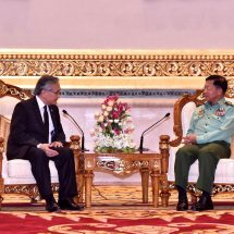 တပ်မတော်ကာကွယ်ရေးဦးစီးချုပ် ဗိုလ်ချုပ်မှူးကြီး မင်းအောင်လှိုင်နှင့် ထိုင်းနိုင်ငံ၊ နိုင်ငံခြားရေးဝန်ကြီးဌာန ဝန်ကြီး H.E.Mr. Don Pramudwinai တို့ရင်းနှီးစွာ တွေ့ဆုံဆွေးနွေး