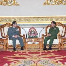တပ်မတော်ကာကွယ်ရေးဦးစီးချုပ် ဗိုလ်ချုပ်မှူးကြီး မင်းအောင်လှိုင် အား ဂျပန်မြေပြင်ကိုယ်ပိုင်ကာကွယ်ရေး တပ်ဖွဲ့စစ်ဦးစီးချုပ် Gen. Koji YAMAZAKI က ဂါရဝပြုတွေ့ဆုံ