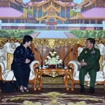 တပ်မတော်ကာကွယ်ရေးဦးစီးချုပ် ဗိုလ်ချုပ်မှူးကြီး မင်းအောင်လှိုင် မြန်မာနိုင်ငံဆိုင်ရာ စင်ကာပူနိုင်ငံသံအမတ်ကြီးအဖြစ်ခန့်အပ်ခြင်းခံရသည့် Ms. Vanessa Chan Yuen Ying အား လက်ခံတွေ့ဆုံ