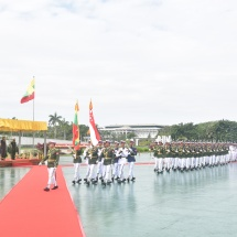 တပ္မေတာ္ကာကြယ္ေရးဦးစီးခ်ဳပ္ ဗိုလ္ခ်ဳပ္မွဴးႀကီး မင္းေအာင္လႈိင္ စင္ကာပူ တပ္မေတာ္ကာကြယ္ေရး ဦးစီးခ်ဳပ္ Lt. Gen. Perry Lim အား ဂုဏ္ျပဳႀကဳိဆို၊ ေတြ႕ဆုံေဆြးေႏြး