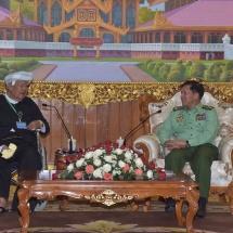 တပ်မတော်ကာကွယ်ရေးဦးစီးချုပ် ဗိုလ်ချုပ်မှူးကြီး မင်းအောင်လှိုင် သည် ပအိုးဝ်ငြိမ်းချမ်းရေးအဖွဲ့(PNO) အသွင်ပြောင်းပြည်သူ့စစ်(ဌာနေ)အဖွဲ့ ဥက္ကဋ္ဌ ဦးအောင်ခမ်းထီ နှင့် အဖွဲ့ဝင်များအား လက်ခံ တွေ့ဆုံ
