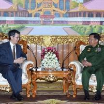 တပ်မတော်ကာကွယ်ရေးဦးစီးချုပ် ဗိုလ်ချုပ်မှူးကြီး မင်းအောင်လှိုင် တရုတ်ပြည်သူ့သမ္မတနိုင်ငံ၊ နိုင်ငံခြားရေးဝန်ကြီးဌာန၊ အာရှရေးရာအထူးကိုယ်စားလှယ် H.E. Mr. Sun Guoxiang ဦးဆောင်သော ကိုယ်စားလှယ်အဖွဲ့အား လက်ခံတွေ့ဆုံ