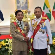 """တပ်မတော်ကာကွယ်ရေးဦးစီးချုပ် ဗိုလ်ချုပ်မှူးကြီး မင်းအောင်လှိုင် ထိုင်းဘုရင်မင်းမြတ်က ပေးအပ်ချီးမြှင့်သည့် မြင့်မြတ်သော ဆင်ဖြူတော်ဝင်သူရဲကောင်းဘွဲ့တံဆိပ်(ပထမအဆင့်) 'The Knight Grand Cross (First Class) of the Most Exalted Order of the White Elephant"""" အပ်နှင်းခြင်းအခမ်းအနားသို့ တက်ရောက်လက်ခံရယူ"""
