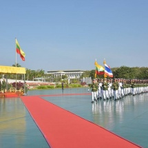တပ်မတော်ကာကွယ်ရေးဦးစီးချုပ် ဗိုလ်ချုပ်မှူးကြီး မင်းအောင်လှိုင် ထိုင်းဘုရင့်တပ်မတော်ကာကွယ်ရေးဦးစီးချုပ် Gen. Tarnchaiyan Srisuwan ဦးဆောင်သော ကိုယ်စားလှယ်အဖွဲ့အား ဂုဏ်ပြုတပ်ဖွဲ့ဖြင့်ကြိုဆို၊ တွေ့ဆုံဆွေးနွေး
