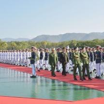 တပ်မတော်ကာကွယ်ရေးဦးစီးချုပ် ဗိုလ်ချုပ်မှူးကြီး မင်းအောင်လှိုင် ထိုင်းဘုရင့်တပ်မတော်ကာကွယ်ရေး ဦးစီးချုပ် Gen. Tarnchaiyan Srisuwan အား ဂုဏ်ပြုကြိုဆို၊ တွေ့ဆုံဆွေးနွေး