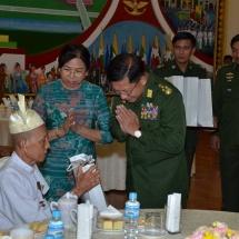 (၇၃)နှစ်မြောက် တပ်မတော်နေ့အခမ်းအနားသို့ တက်ရောက်လာကြသော ဗမာလွတ်လပ်ရေးတပ်မတော် BIA မှ လွတ်လပ်ရေးမော်ကွန်းဝင် ၂၀ ဦး အား တပ်မတော်ကာကွယ်ရေးဦးစီးချုပ် ဗိုလ်ချုပ်မှူးကြီး မင်းအောင်လှိုင်နှင့် ဇနီးဒေါ်ကြူကြူလှတို့က ဘုရင့်နောင်ရိပ်သာ၌ သွားရောက်ဂါရဝပြုတွေ့ဆုံ