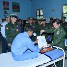 Senior General Min Aung Hlaing meets, comforts officers and other ranks receiving medical treatment at military hospital in Dawei