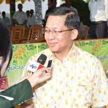 Senior General Min Aung Hlaing and wife Daw Kyu Kyu Hla deliver New Year messages