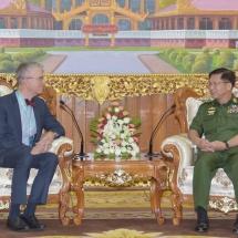 တပ်မတော်ကာကွယ်ရေးဦးစီးချုပ် ဗိုလ်ချုပ်မှူးကြီး မင်းအောင်လှိုင် မြန်မာနိုင်ငံဆိုင်ရာ ဆွစ်ဇာလန်နိုင်ငံ သံအမတ်ကြီးအား လက်ခံတွေ့ဆုံ