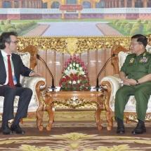 တပ်မတော်ကာကွယ်ရေးဦးစီးချုပ် ဗိုလ်ချုပ်မှူးကြီး မင်းအောင်လှိုင် မြန်မာနိုင်ငံဆိုင်ရာ အီတလီနိုင်ငံ သံအမတ်ကြီး ဦးဆောင်သည့် ပူးတွဲငြိမ်းချမ်းရေး ရံပုံငွေအဖွဲ့( JPF )အား လက်ခံတွေ့ဆုံ