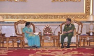 တပ္မေတာ္ကာကြယ္ေရးဦးစီးခ်ဳပ္ ဗုိလ္ခ်ဳပ္မွဴးႀကီး မင္းေအာင္လႈိင္  အိႏိၵယႏုိင္ငံ ၊ျပည္ပေရးရာ၀န္ႀကီးဌာန၊ ၀န္ၾကီး H.E. Smt. Sushma Swaraj ဦးေဆာင္ေသာ ကိုယ္စားလွယ္အဖြဲ႕အား လက္ခံေတြ႕ဆံု