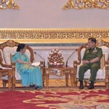 တပ်မတော်ကာကွယ်ရေးဦးစီးချုပ် ဗိုလ်ချုပ်မှူးကြီး မင်းအောင်လှိုင်  အိန္ဒိယနိုင်ငံ ၊ပြည်ပရေးရာဝန်ကြီးဌာန၊ ဝန်ကြီး H.E. Smt. Sushma Swaraj ဦးဆောင်သော ကိုယ်စားလှယ်အဖွဲ့အား လက်ခံတွေ့ဆုံ