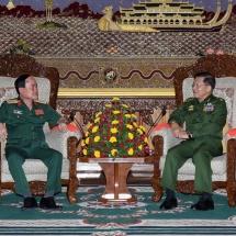 တပ်မတော်ကာကွယ်ရေးဦးစီးချုပ် ဗိုလ်ချုပ်မှူးကြီး မင်းအောင်လှိုင် ဗီယက်နမ်ပြည်သူ့တပ်မတော် အမျိုးသား ကာကွယ်ရေးဝန်ကြီးဌာန ဒုတိယဝန်ကြီး Senior Lieutenant General Tran Don အားလက်ခံတွေ့ဆုံ
