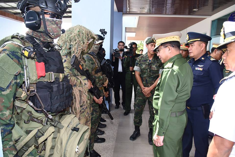Senior General Min Aung Hlaing visits Royal Thai Navy SEALS
