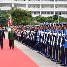 တပ်မတော်ကာကွယ်ရေးဦးစီးချုပ် ဗိုလ်ချုပ်မှူးကြီး မင်းအောင်လှိုင်အား ထိုင်းဘုရင့် တပ်မတော်ကာကွယ်ရေး ဦးစီးချုပ် Gen. Tarnchaiyan Srisuwan ကဂုဏ်ပြုကြိုဆို၊ တွေ့ဆုံဆွေးနွေး