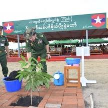 တပ်မတော်ကာကွယ်ရေးဦးစီးချုပ် ဗိုလ်ချုပ်မှူးကြီး မင်းအောင်လှိုင် ၂၀၁၈ ခုနှစ် ပထမအကြိမ် မိုးရာသီသစ်ပင်စိုက်ပျိုးပွဲအခမ်းအနားသို့ တက်ရောက်