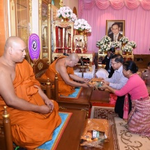 တပ္မေတာ္ကာကြယ္ေရးဦးစီးခ်ဳပ္ ဗုိလ္ခ်ဳပ္မွဴးႀကီး မင္းေအာင္လႈိင္ ထုိင္းႏုိင္ငံ၊ ပတၱရားၿမိဳ႕ ရွိ Wat Chaimongkol ဘုန္းေတာ္ႀကီးေက်ာင္းႏွင့္ Wat Luang Phor Aee ဘုန္း ေတာ္ႀကီးေက်ာင္းမ်ားသို႔ သြားေရာက္ဖူး ေျမာ္ၾကည္ညိဳ၊ ထုိင္းဘုရင့္ေရတပ္ Sea Turtle ပင္လယ္လိပ္ထိန္းသိမ္းေမြးျမဴေရးစခန္းသို႕သြားေရာက္ေလ့လာ