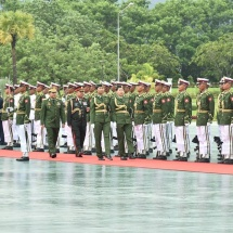 တပ်မတော်ကာကွယ်ရေးဦးစီးချုပ် ဗိုလ်ချုပ်မှူးကြီး မင်းအောင်လှိုင် နီပေါတပ်မတော်ကြည်းတပ်ဦးစီးချုပ် General Rajendra Chhetri အား နေပြည်တော်ရှိ ဇေယျာသီရိဗိမာန်ရှေ့၌ ဂုဏ်ပြုတပ်ဖွဲ့ဖြင့်ကြိုဆို