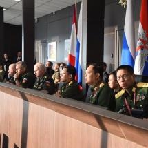 တပ်မတော်ကာကွယ်ရေးဦးစီးချုပ် ဗိုလ်ချုပ်မှူးကြီး မင်းအောင်လှိုင် Dynamic Display of Arms and Military Equipment သရုပ်ပြသမှုများနှင့် စစ်ဘက်နည်းပညာပြခန်းများအား ကြည့်ရှုလေ့လာ