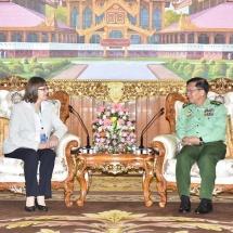 တပ်မတော်ကာကွယ်ရေးဦးစီးချုပ် ဗိုလ်ချုပ်မှူးကြီး မင်းအောင်လှိုင် မြန်မာနိုင်ငံဆိုင်ရာ ဂျာမနီနိုင်ငံသံအမတ်ကြီး H.E. Mrs. Dorothee Janetzke-Wenzel ဦးဆောင်သော ကိုယ်စားလှယ်အဖွဲ့အား လက်ခံတွေ့ဆုံ