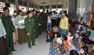 Senior General Min Aung Hlaing meets and encourages flood victims from Hpa-an and surrounding villages in Kayin State