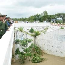 ဒုတိယသမ္မတ ဦးဟင်နရီဗန်ထီးယူနှင့် တပ်မတော်ကာကွယ်ရေးဦးစီးချုပ် ဗိုလ်ချုပ်မှူးကြီး မင်းအောင်လှိုင် ဆွာမြို့ရှိ ဆွာချောင်းရေလှောင်တမံကျိုးပေါက်မှုအခြေအနေများအား သွားရောက်ကြည့်ရှုစစ်ဆေး