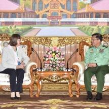 တပ်မတော်ကာကွယ်ရေးဦးစီးချုပ် ဗိုလ်ချုပ်မှူးကြီး မင်းအောင်လှိုင် မြန်မာနိုင်ငံဆိုင်ရာ ဂျာမနီနိုင်ငံသံအမတ်ကြီး H.E. Mrs. Dorothee Janetzke -Wenzel အား လက်ခံတွေ့ဆုံ