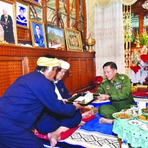 Commander-in-Chief of Defence Services Senior General Min Aung Hlaing receives Patron of people's militia (transformed) (local) of Pa-O Peace Group (PNO) U Aung Hkam Hti and ethnic leaders in Kayah State, explains the peace process