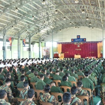 Senior General Min Aung Hlaing meets officers, other ranks, families and trainee officers and other ranks of local advanced training depot of Tangyan Station and officers, other ranks and families of the station