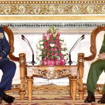 တပ္မေတာ္ကာကြယ္ေရးဦးစီးခ်ဳပ္ ဗိုလ္ခ်ဳပ္မွဴးႀကီး မင္းေအာင္လႈိင္ အိႏၵိယတပ္မေတာ္ ေလတပ္ဦးစီးခ်ဳပ္ Air Chief Marshal BS Dhanoa, PVSM, AVSM, YSM, VM, ADC အား လက္ခံေတြ႕ဆုံ
