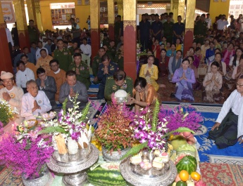 Senior General Min Aung Hlaing attends ceremony to convey Buddha Images of Phaungdaw Oo Pagoda in Inlay to Ahtaditha Dhamma Wihaya Monastery in Nyaungshwe and Inlay Traditional Boat Race