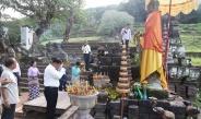 တပ္မေတာ္ကာကြယ္ေရးဦးစီးခ်ဳပ္ ဗုိလ္ခ်ဳပ္မွဴးႀကီး မင္းေအာင္လႈိင္ဦးေဆာင္သည့္ ျမန္မာ့တပ္မေတာ္ ခ်စ္ၾကည္ေရးကုိယ္စားလွယ္အဖြဲ႕ လာအုိႏုိင္ငံ၊ ခ်န္ပါဆပ္ ျပည္နယ္ရွိ ေရွးေဟာင္းသမုိင္း၀င္ Wat Phu ဘုရားေက်ာင္းသုိ႔သြားေရာက္ၾကည့္႐ႈ ေလ့လာ