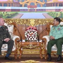 တပ်မတော်ကာကွယ်ရေးဦးစီးချုပ် ဗိုလ်ချုပ်မှူးကြီး မင်းအောင်လှိုင် ရုရှားဖက်ဒရေးရှင်းနိုင်ငံ၊ ကာကွယ်ရေးဝန်ကြီးဌာန ဒုတိယဝန်ကြီး Colonel General Alexender Vasilievich Fomin အား လက်ခံတွေ့ဆုံ