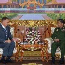 တပ်မတော်ကာကွယ်ရေးဦးစီးချုပ် ဗိုလ်ချုပ်မှူးကြီး မင်းအောင်လှိုင် မြန်မာနိုင်ငံဆိုင်ရာ ရုရှား ဖက်ဒရေးရှင်းနိုင်ငံသံအမတ်ကြီးအား လက်ခံတွေ့ဆုံ