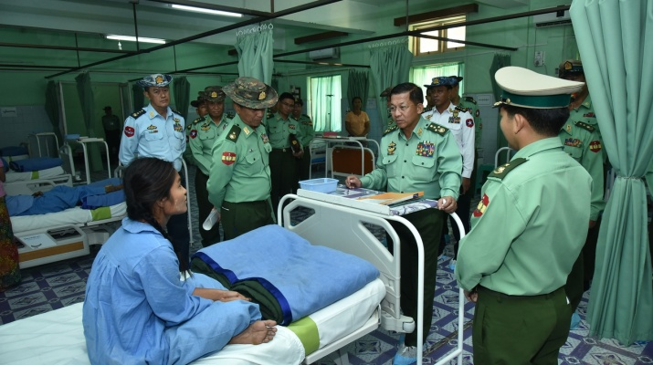 ba669cb7407 Commander-in-Chief of Defence Services Senior General Min Aung Hlaing  encourages hospitalized officers