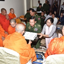 Senior General Min Aung Hlaing pays respects to Venerable Monk of Laos and offers day meal