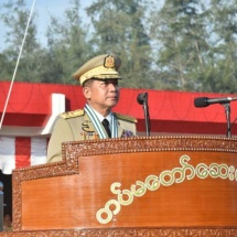 တပ်မတော်ကာကွယ်ရေးဦးစီးချုပ် ဗိုလ်ချုပ်မှူးကြီး မဟာသရေစည်သူ မင်းအောင်လှိုင် တပ်မတော်ဆေးတက္ကသိုလ် ဗိုလ်လောင်းသင်တန်းအမှတ်စဉ်(၁၉) သင်တန်းဆင်း ဂုဏ်ပြုစစ်ရေးပြအခမ်းအနားသို့တက်ရောက်(ရုပ်သံသတင်း)