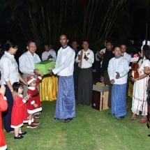 Catholic Yangon Youth visits residence of Senior General Min Aung Hlaing, sings Christmas carols and prays for peace