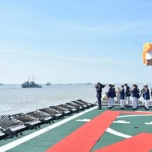 တပ်မတော်(ရေ)၏ (၇၁)နှစ်မြောက်နှစ်ပတ်လည်နေ့ကျရောက်၊ နိုင်ငံတော်၏ ရေပြင်ပိုင်နက်ကာကွယ်ရေး အတွက်ရေကြောင်းစွမ်းအားမြှင့်တင်၊ ဒေသတွင်း ရေပြာရေတပ် (Regional Blue Water Navy) အဆင့် ရောက် ရှိရန်ကြိုးပမ်းနေ၊ စစ်ရေယာဉ်များ တပ်တော်ဝင်ခြင်းအခမ်းအနားကျင်းပ(ရုပ်သံသတင်း)