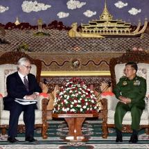 တပ်မတော်ကာကွယ်ရေးဦးစီးချုပ် ဗိုလ်ချုပ်မှူးကြီး မင်းအောင်လှိုင် မြန်မာနိုင်ငံဆိုင်ရာ ပြင်သစ်နိုင်ငံသံ အမတ်ကြီး H.E. Mr. Christian Lechervy အားလက်ခံတွေ့ဆုံ