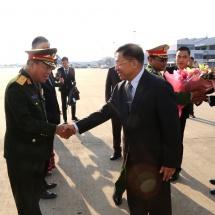 တပ်မတော်ကာကွယ်ရေးဦးစီးချုပ် ဗိုလ်ချုပ်မှူးကြီး မင်းအောင်လှိုင် ဦးဆောင်သည့် မြန်မာ့တပ်မတော်ကိုယ်စားလှယ်အဖွဲ့ လာအိုပြည်သူ့ဒီမိုကရက်တစ်သမ္မတနိုင်ငံမှ ပြန်လည်ရောက်ရှိ၊ ထိုင်းဘုရင့်ရေတပ်ဦးစီးချုပ် Admiral Luechai Ruddit အားလက်ခံတွေ့ဆုံ(ရုပ်သံသတင်း)